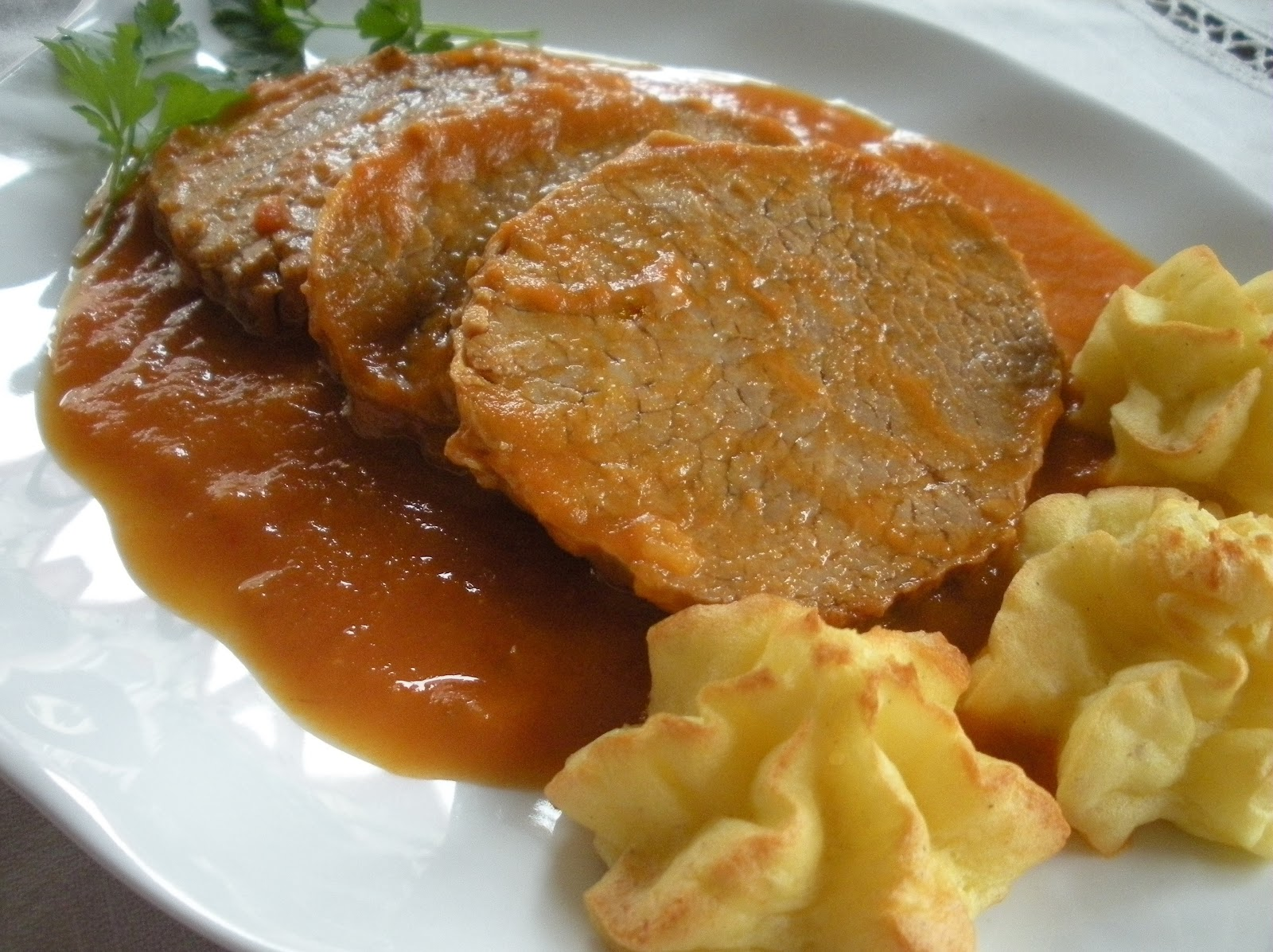 Receta espa ola redondo de ternera en salsa espa ola - Filetes de ternera en salsa de cebolla ...