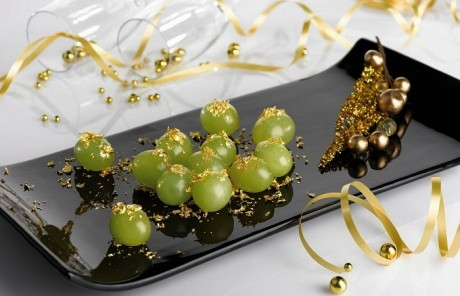 uva-con-polvos-dorados-comestibles