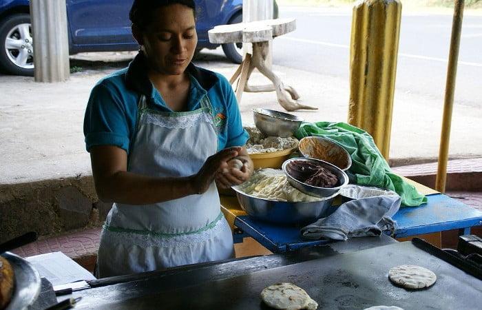 breads-pupusas-las-chinamas-wikipedia-hermann-luyken-4x3