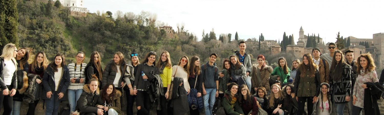 Grupo frente Alhambra