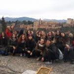 Estudiantes de Pisa frente a la Alhambra