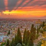 Vista de Granada y su catedral al anochecer