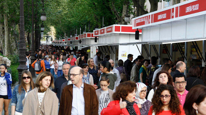 Granada book fair people
