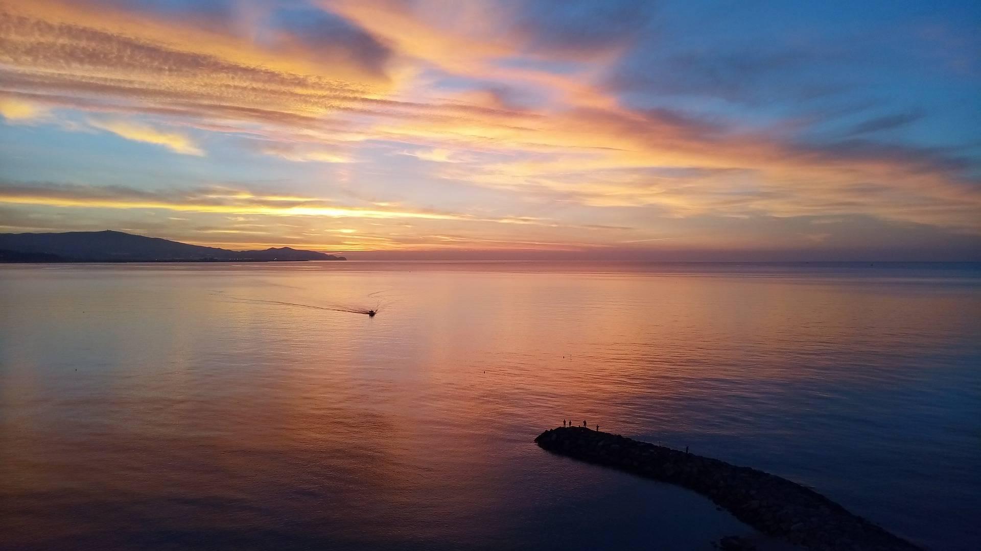 Las Mejores Playas De Granada Según El Público Estudiar Español Playa De Almuñécar
