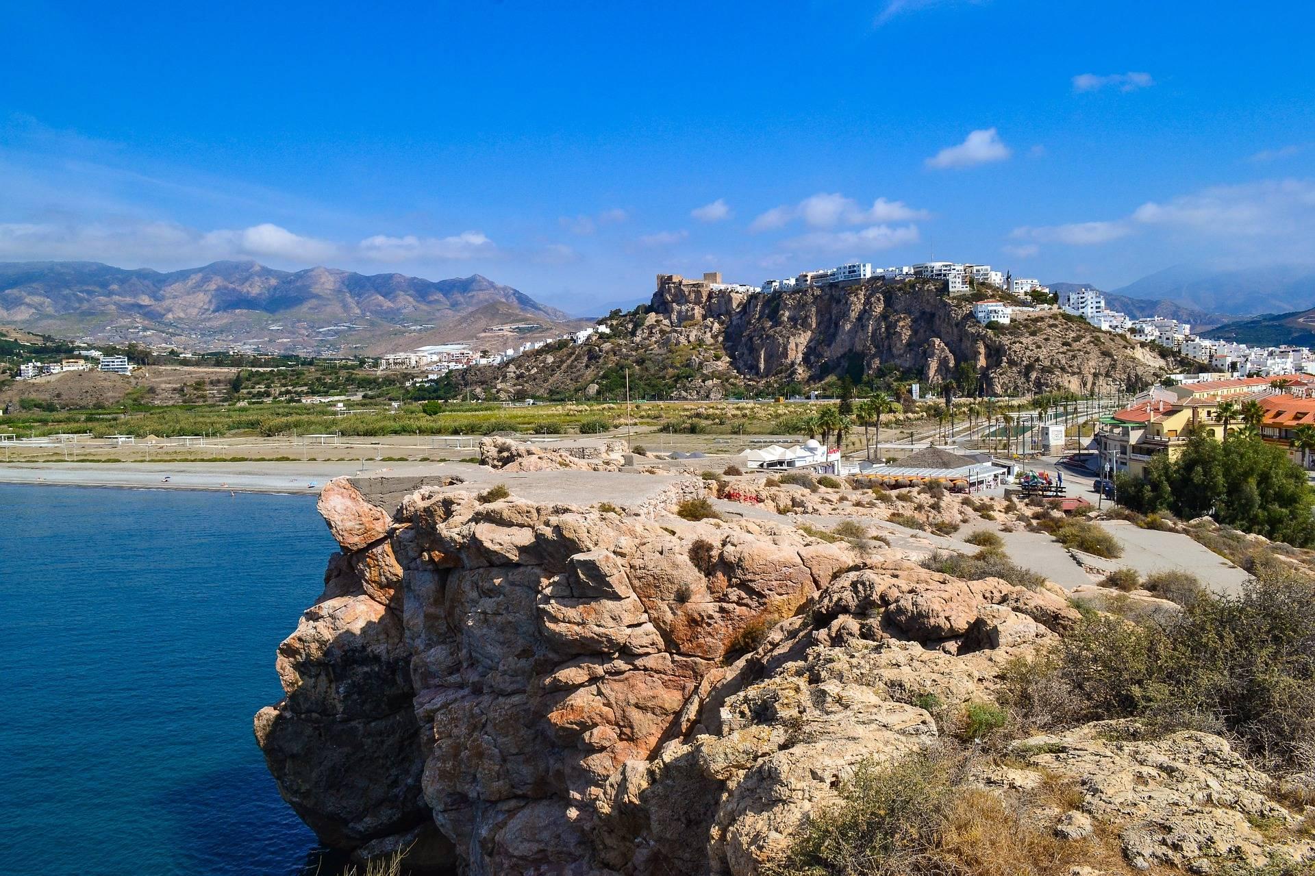 Las Mejores Playas De Granada Según El Público Estudiar Español Playa Del Peñón