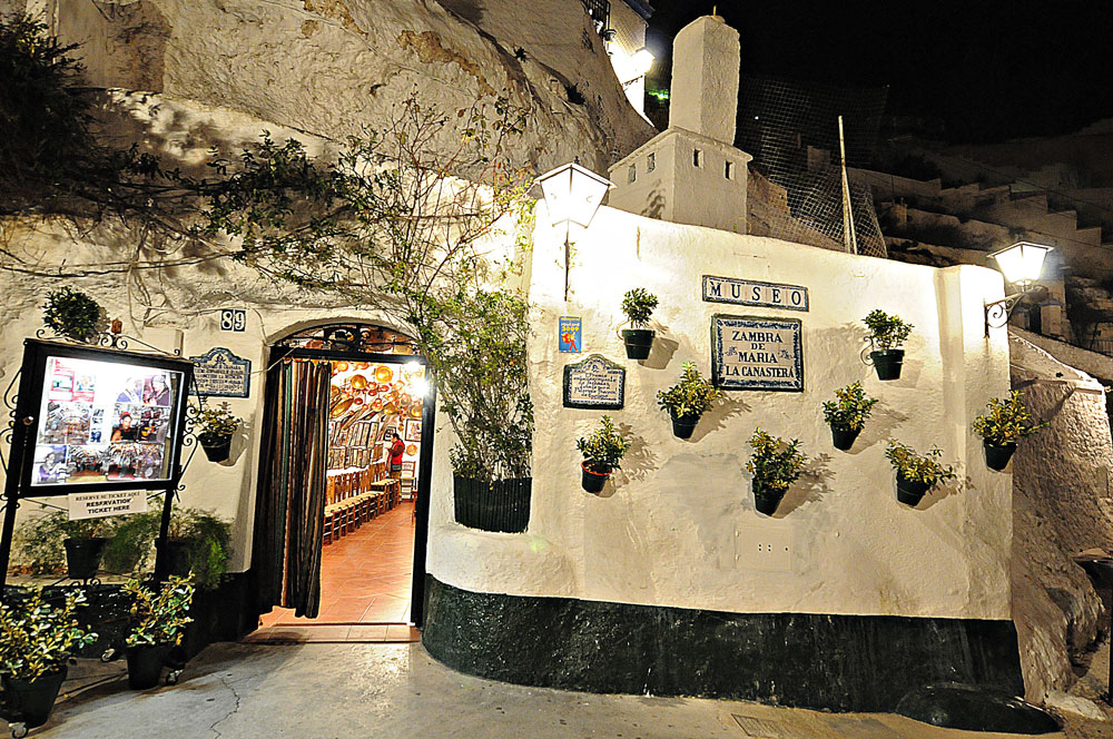 Historia del Flamenco en Granada | Fachada cueva María la Canastera