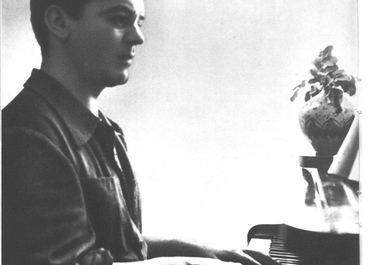 Lorca tocando el piano